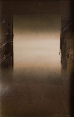 Pintura 'Ventana abierta' de Fernando Peiró Coronado realizada con sprays y óleo sobre cartulina preparada con arena y látex. 50x31.