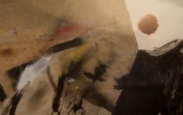 Pintura de Fernando Peiró Coronado. Cartulina sobre la que el artista trabaja con spray, tinta china, tela y collage de papel.