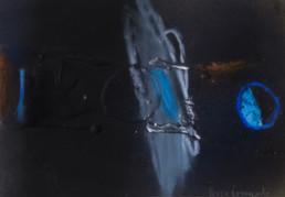 Pintura de pequeño formato, '¿Instante o devenir constante?' de Fernando Peiró Coronado realizada sobre cartulina con una base de arena y látex, con spray, óleo y ceras.