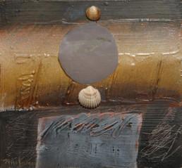 'Mujer a la caída de la tarde' obra de Fernando Peiró Coronado. Técnica mixta: óleo, conchas y tela sobre cartulina preparada con polvo de mármol.